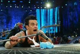 Robbie-Williams-at-Knebworth